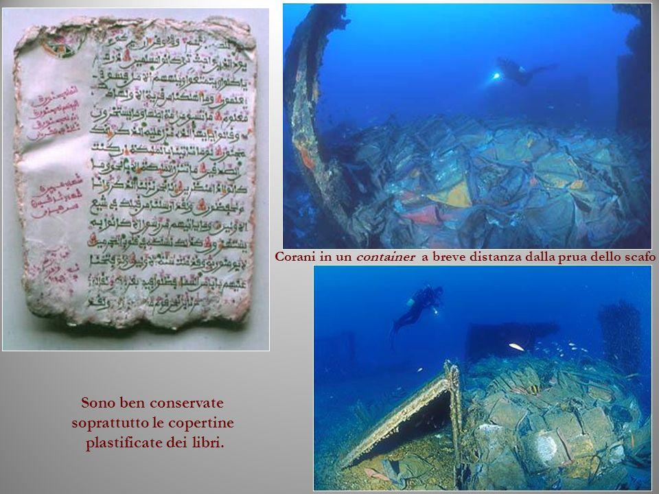 Corani in un container a breve distanza dalla prua dello scafo Sono ben conservate soprattutto le copertine plastificate dei libri.