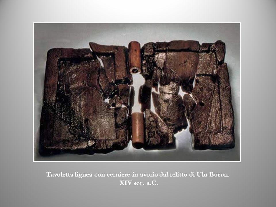 Tavoletta lignea con cerniere in avorio dal relitto di Ulu Burun. XIV sec. a.C.