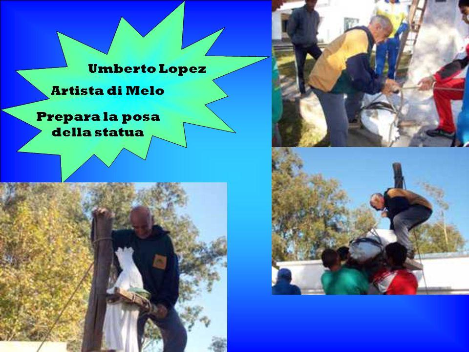 Umberto Lopez Artista di Melo Prepara la posa della statua