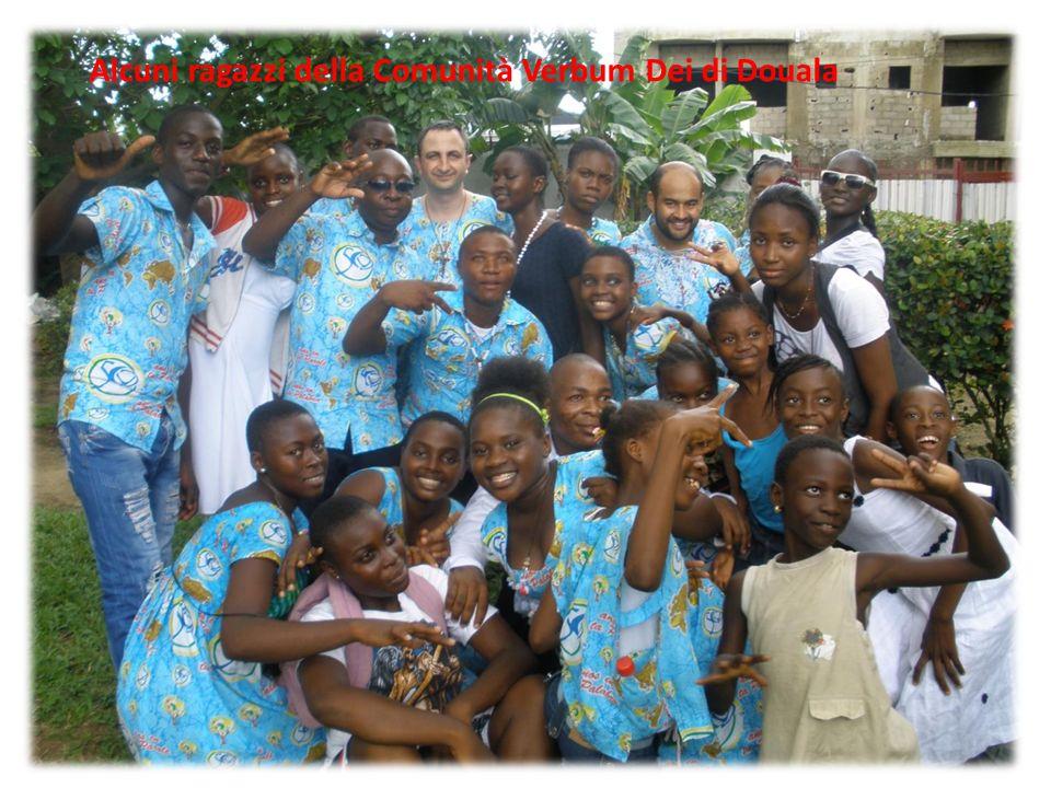 Alcuni ragazzi della Comunità Verbum Dei di Douala