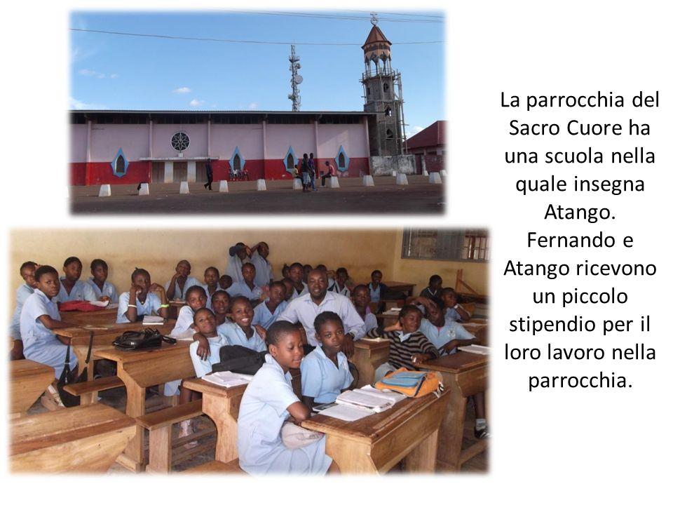 La parrocchia del Sacro Cuore ha una scuola nella quale insegna Atango. Fernando e Atango ricevono un piccolo stipendio per il loro lavoro nella parro
