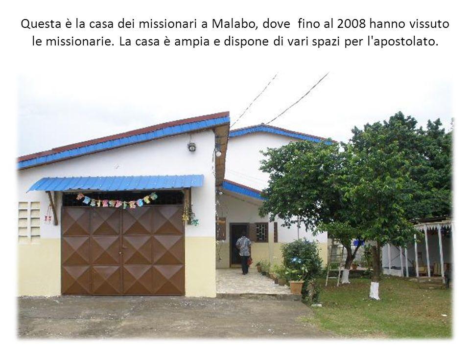 Questa è la casa dei missionari a Malabo, dove fino al 2008 hanno vissuto le missionarie. La casa è ampia e dispone di vari spazi per l'apostolato.