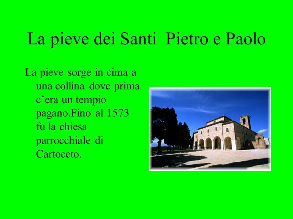 La pieve dei Santi Pietro e Paolo La pieve sorge in cima a una collina dove prima cera un tempio pagano.Fino al 1573 fu la chiesa parrocchiale di Cartoceto.