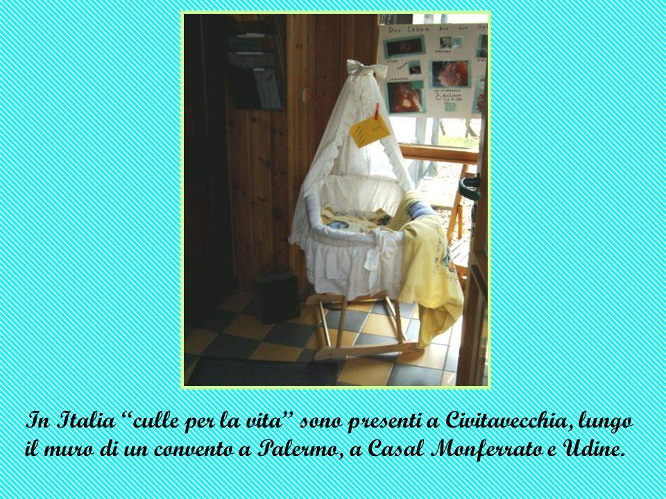 In Italia culle per la vita sono presenti a Civitavecchia, lungo il muro di un convento a Palermo, a Casal Monferrato e Udine.
