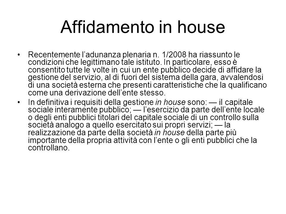 Affidamento in house Recentemente ladunanza plenaria n. 1/2008 ha riassunto le condizioni che legittimano tale istituto. In particolare, esso è consen