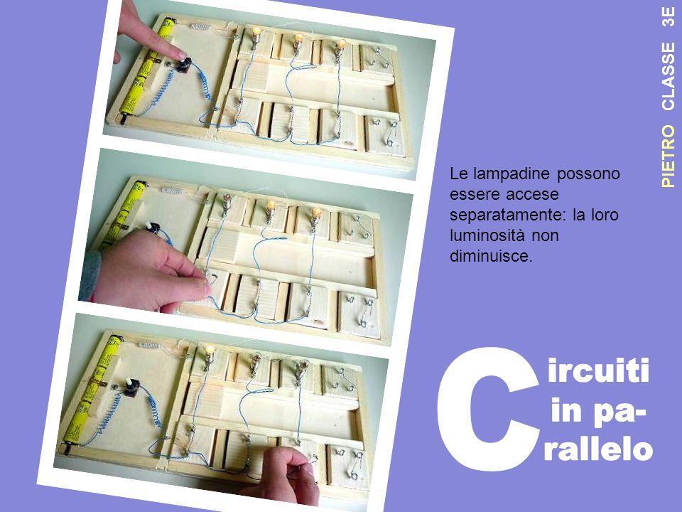 P I E T R O C L A S S E 3 E Le lampadine possono essere accese separatamente: la loro luminosità non diminuisce.