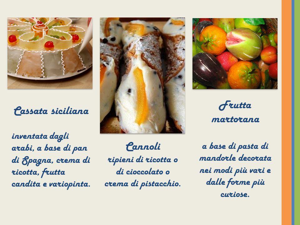 Cassata siciliana inventata dagli arabi, a base di pan di Spagna, crema di ricotta, frutta candita e variopinta. Cannoli ripieni di ricotta o di ciocc