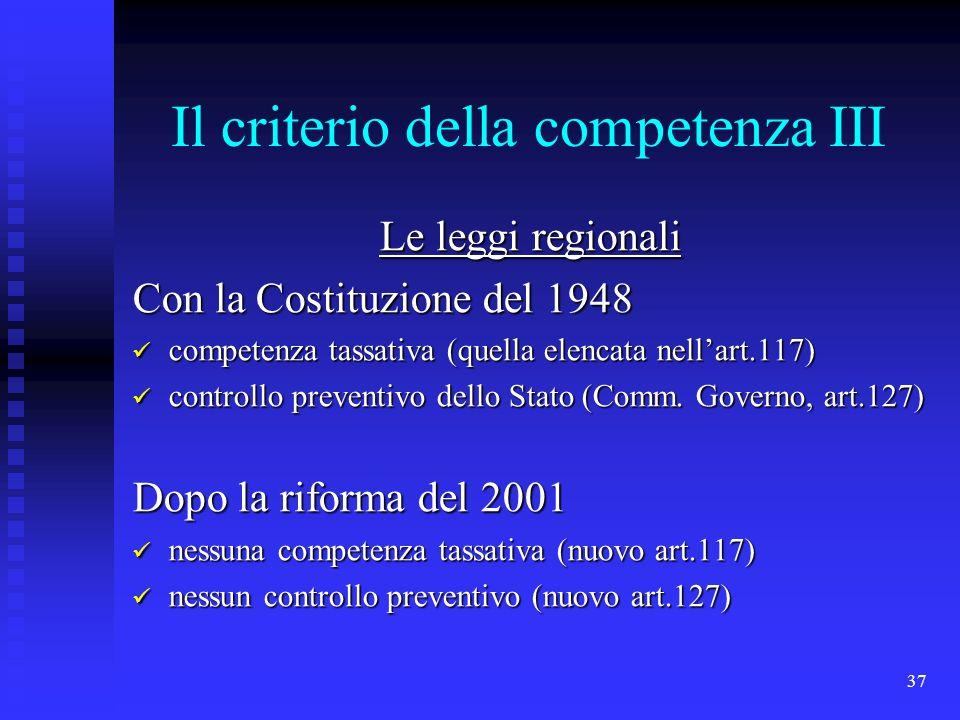 37 Il criterio della competenza III Le leggi regionali Con la Costituzione del 1948 competenza tassativa (quella elencata nellart.117) competenza tass