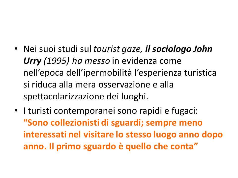 Nei suoi studi sul tourist gaze, il sociologo John Urry (1995) ha messo in evidenza come nellepoca dellipermobilità lesperienza turistica si riduca al