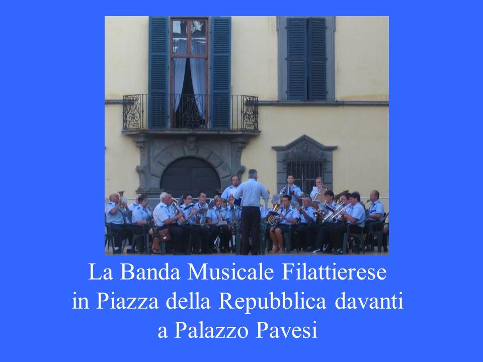 La Banda Musicale Filattierese in Piazza della Repubblica davanti a Palazzo Pavesi