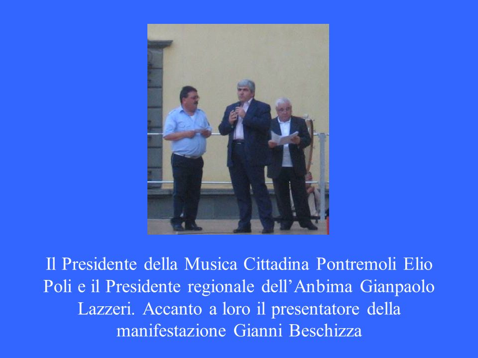Il Presidente della Musica Cittadina Pontremoli Elio Poli e il Presidente regionale dellAnbima Gianpaolo Lazzeri. Accanto a loro il presentatore della