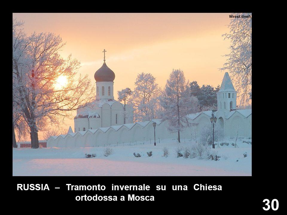 30 RUSSIA – Tramonto invernale su una Chiesa ortodossa a Mosca
