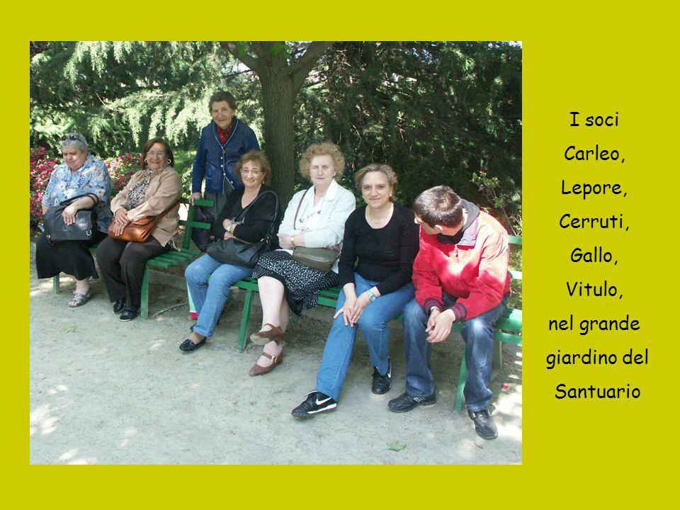 I soci Carleo, Lepore, Cerruti, Gallo, Vitulo, nel grande giardino del Santuario