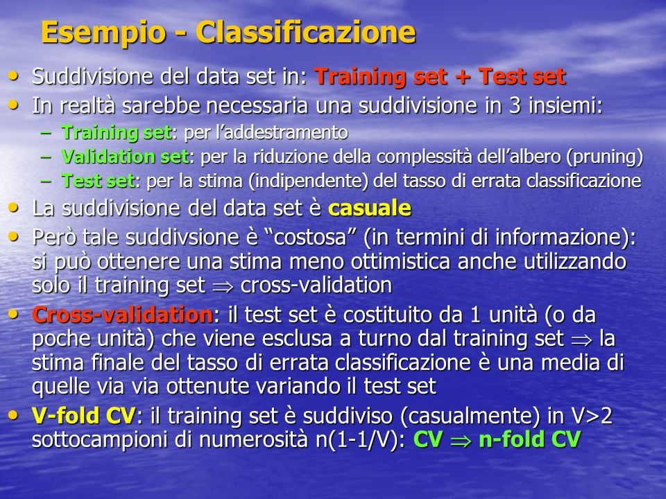 Esempio - Classificazione Suddivisione del data set in: Training set + Test set Suddivisione del data set in: Training set + Test set In realtà sarebb