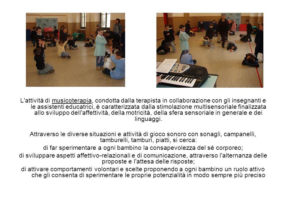 L'attività di musicoterapia, condotta dalla terapista in collaborazione con gli insegnanti e le assistenti educatrici, è caratterizzata dalla stimolaz