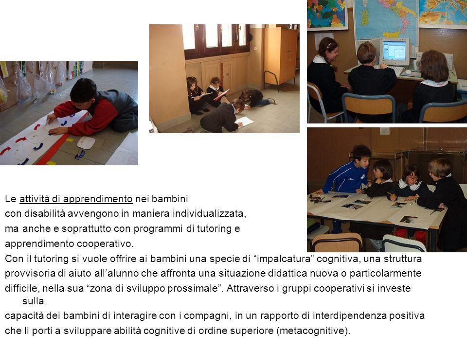 Le attività di apprendimento nei bambini con disabilità avvengono in maniera individualizzata, ma anche e soprattutto con programmi di tutoring e apprendimento cooperativo.