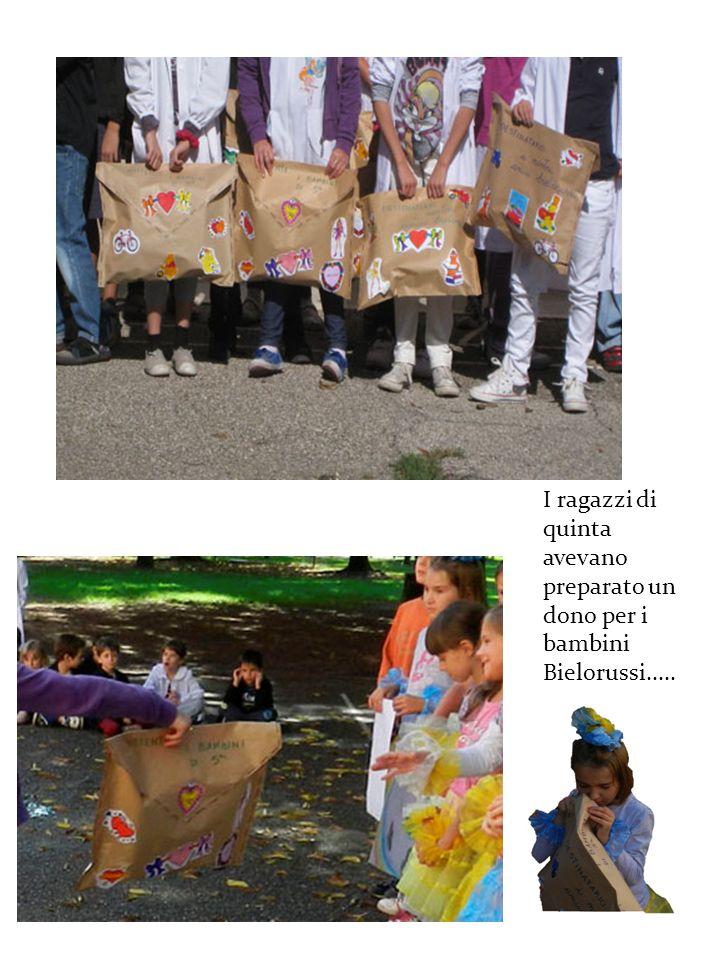 I ragazzi di quinta avevano preparato un dono per i bambini Bielorussi.....