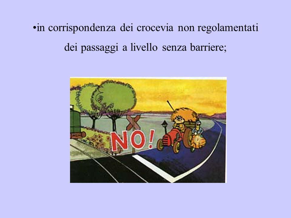in corrispondenza dei crocevia non regolamentati dei passaggi a livello senza barriere;