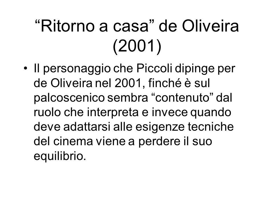 Ritorno a casa de Oliveira (2001) Il personaggio che Piccoli dipinge per de Oliveira nel 2001, finché è sul palcoscenico sembra contenuto dal ruolo ch