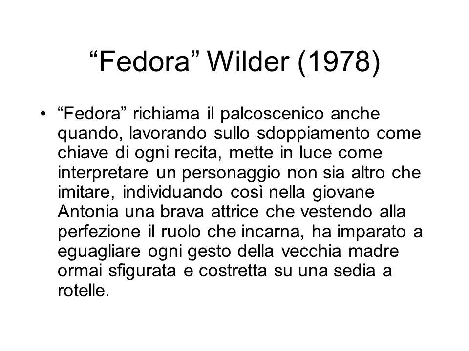 Fedora Wilder (1978) Fedora richiama il palcoscenico anche quando, lavorando sullo sdoppiamento come chiave di ogni recita, mette in luce come interpr