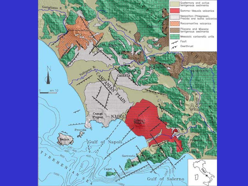 Definizioni Una formazione di rocce sedimentarie può apparire massiva oppure stratificata.