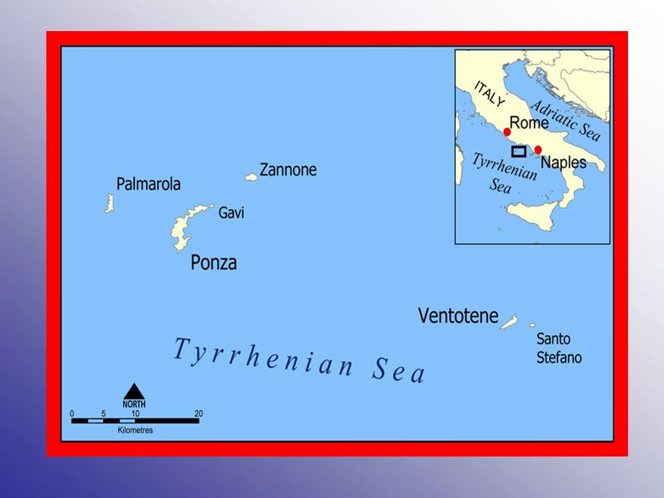 Isole Li Galli le 3 Isole Li Galli (il Gallo lungo, la Castelluccia, la Rotonda), si trovano di fronte la Costiera amalfitana e lo scoglio di Vetara (