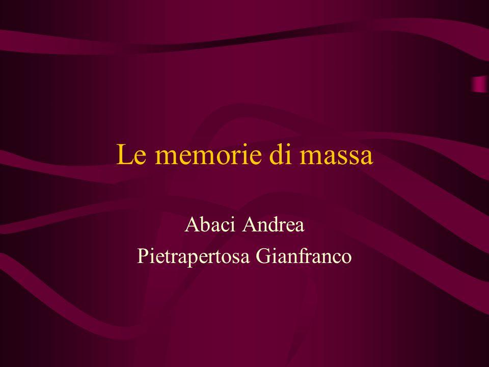 Le memorie di massa Caratteristiche delle memorie di massa: Le memorie di massa si distinguono per tecnologia costruttiva, per capacità e per velocità.