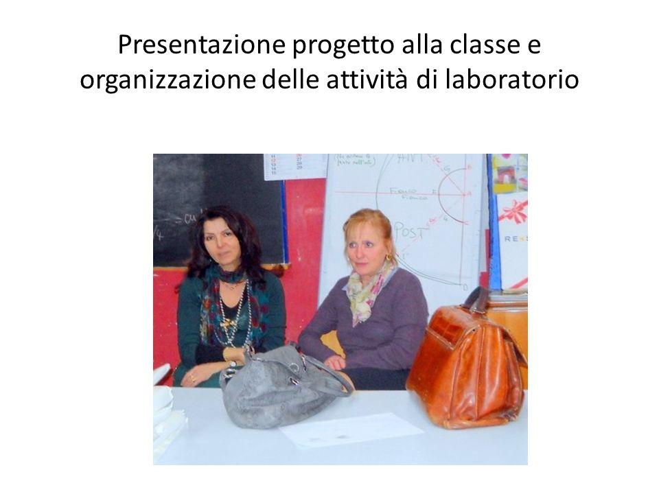 Gli alunni della classe 4^B Laboratorio di Modellistica e Confezione