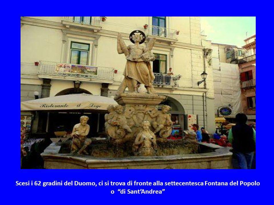 Il Chiostro del Paradiso, vero e proprio angolo d'oriente nel sud Italia. Consiste in un quadriportico con archi a sesto acuto intrecciati, tipici del
