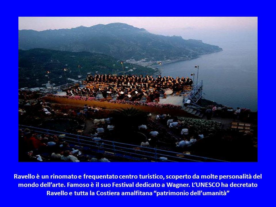 Ravello raggiunse il suo massimo splendore nel IX secolo, sotto la Repubblica marinara di Amalfi. Le sue splendide ville lo testimoniano.