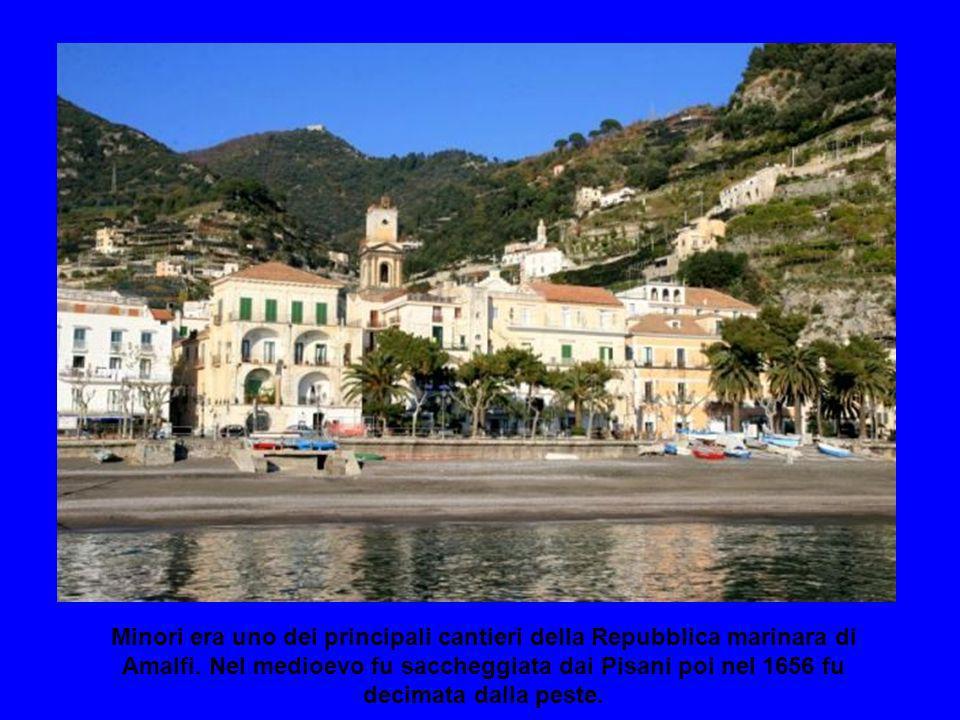 Un piccolo villaggio di pescatori chiamato Rheginna minor dagli antichi romani era sede delle loro vacanze estive grazie alla scoperta di unantica vil