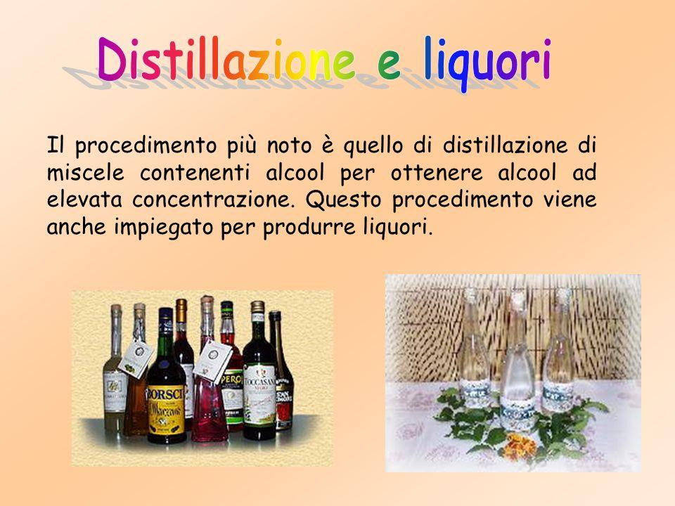 Il procedimento più noto è quello di distillazione di miscele contenenti alcool per ottenere alcool ad elevata concentrazione.