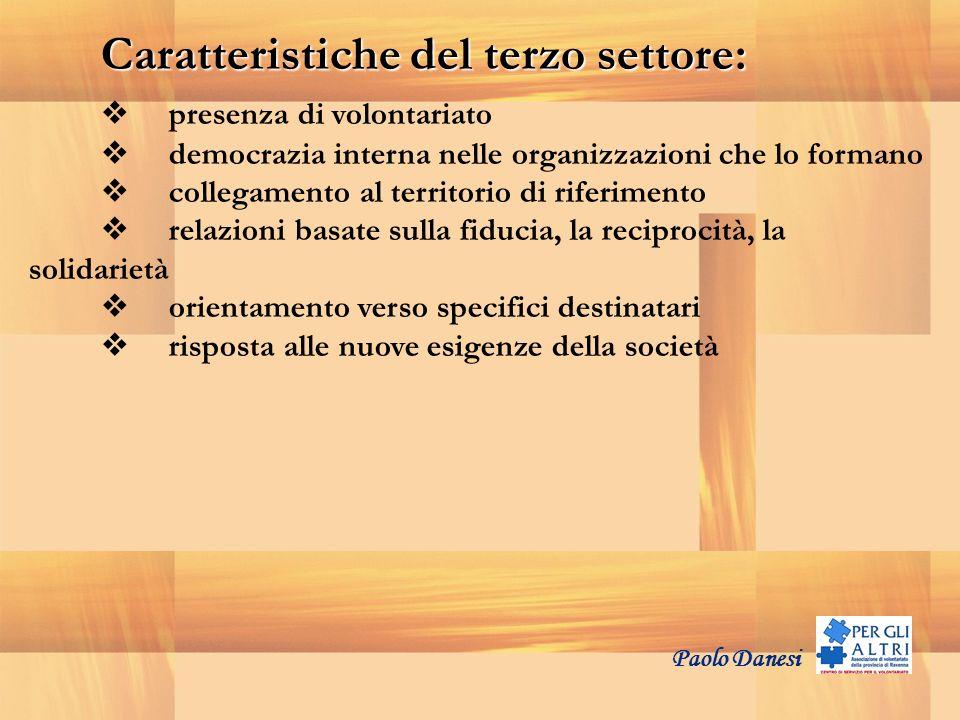 Caratteristiche del terzo settore: presenza di volontariato democrazia interna nelle organizzazioni che lo formano collegamento al territorio di rifer