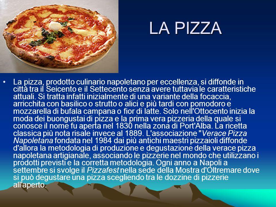 LA PIZZA La pizza, prodotto culinario napoletano per eccellenza, si diffonde in città tra il Seicento e il Settecento senza avere tuttavia le caratter