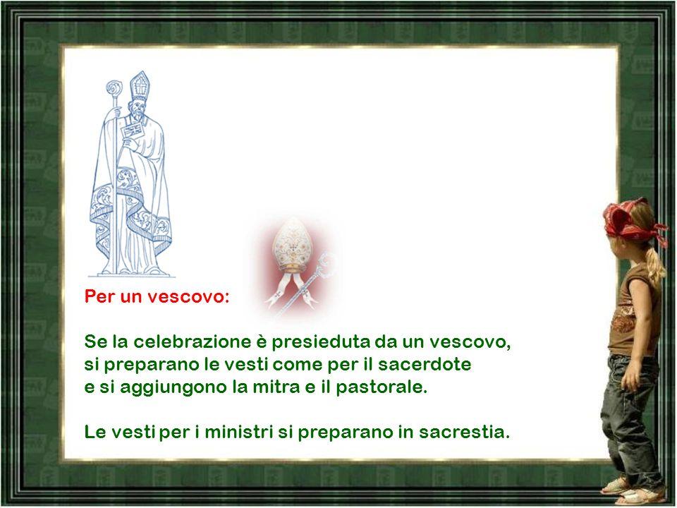 Per il sacerdote: l'amitto, il camice, il cingolo, la casula o la pianeta. Per il diacono: l'amitto, il camice, il cingolo, la stola e, secondo il gra