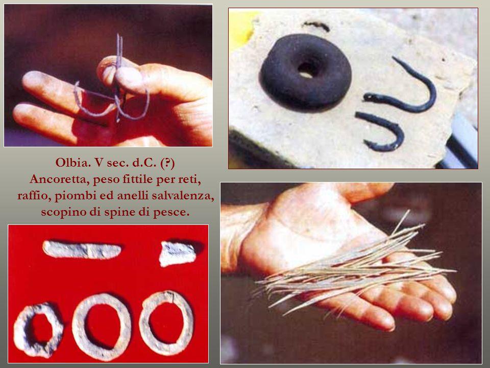 Olbia. V sec. d.C. (?) Ancoretta, peso fittile per reti, raffio, piombi ed anelli salvalenza, scopino di spine di pesce.