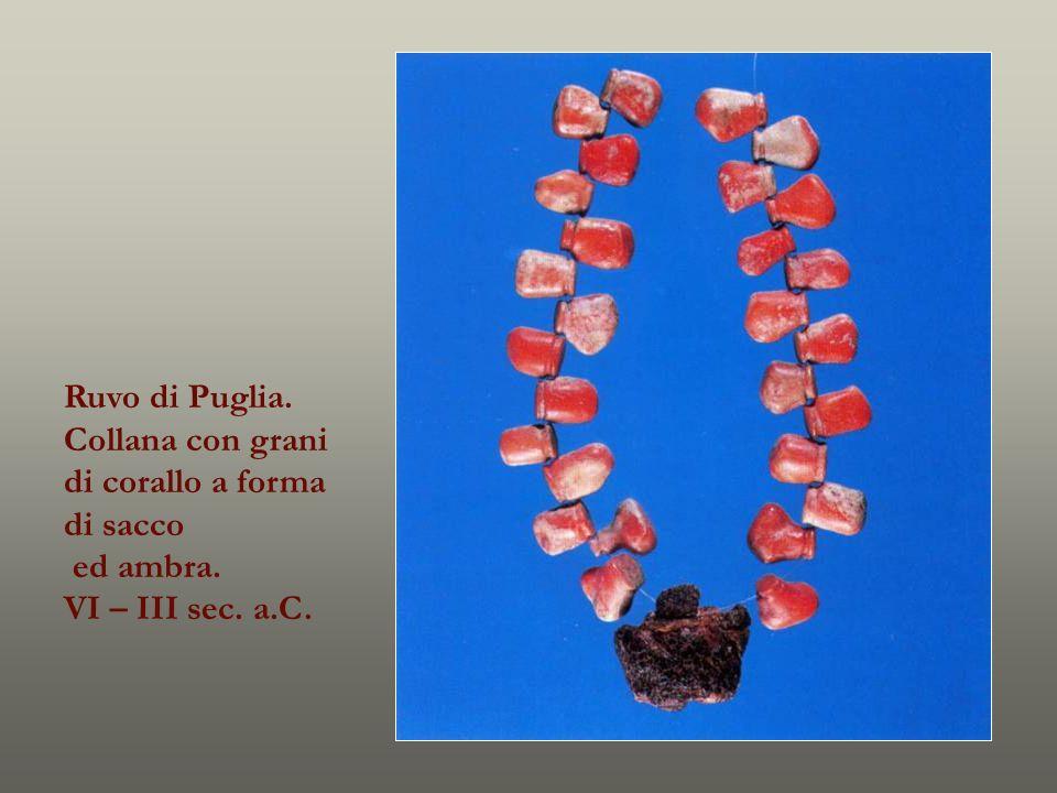 Ruvo di Puglia. Collana con grani di corallo a forma di sacco ed ambra. VI – III sec. a.C.