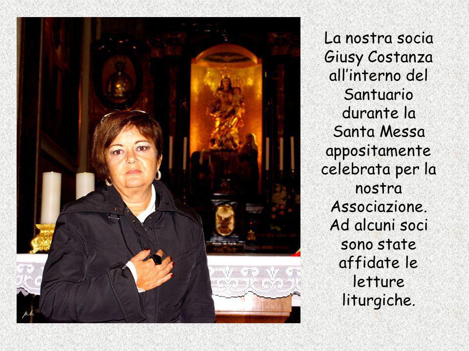 La nostra socia Giusy Costanza allinterno del Santuario durante la Santa Messa appositamente celebrata per la nostra Associazione. Ad alcuni soci sono