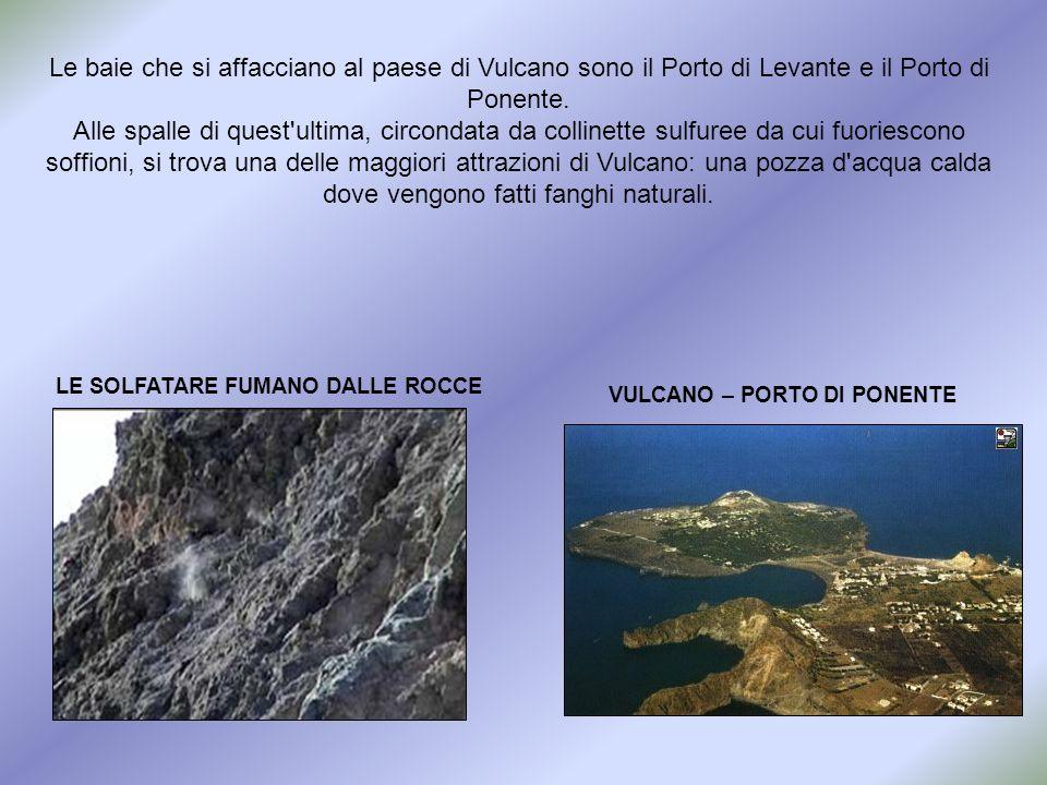 Le baie che si affacciano al paese di Vulcano sono il Porto di Levante e il Porto di Ponente.