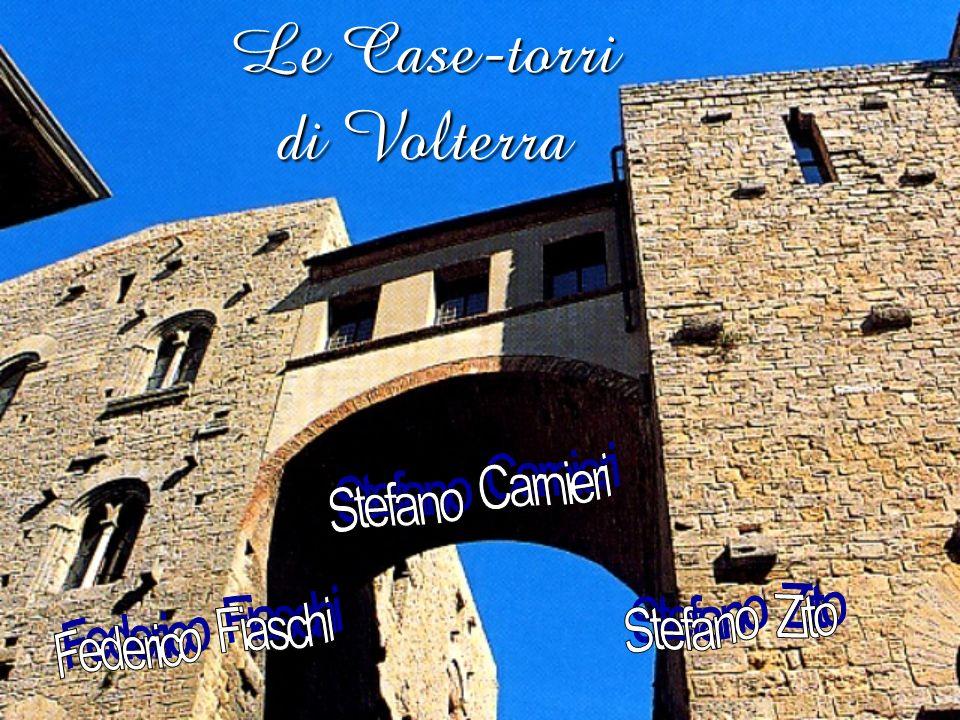 Informazioni generali Entro il vastissimo circuito delle mura Etrusche, in alcuni punti assai ben conservate, Volterra ha mantenuto pressoché intatto il suo tessuto urbano medioevale, a sua volta rinserrato e difeso da una più stretta cerchia di mura, prevalentemente ricostruita o rinnovata utilizzando anche la cinta etrusca.