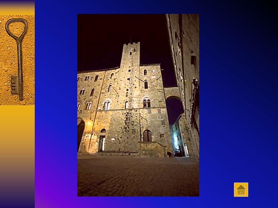 Il Palazzo Pretorio: a sinistra la Torre Belforti