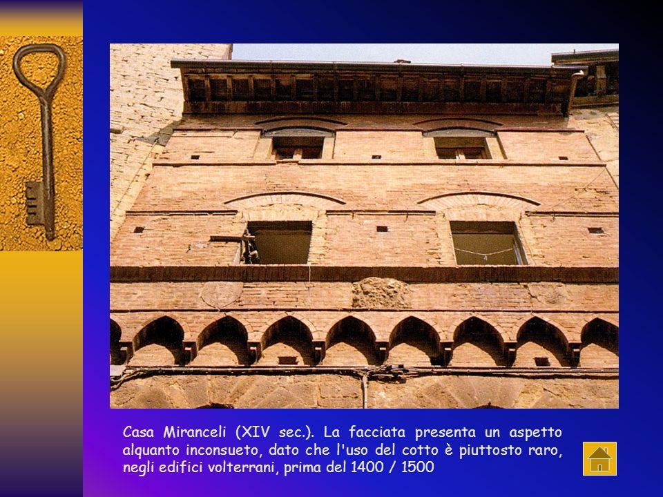 Seguendo il tracciato del muro delloppidum romano, la struttura difensiva ebbe dunque i suoi capisaldi nelle torri dei Buomparenti, poste a guardia de