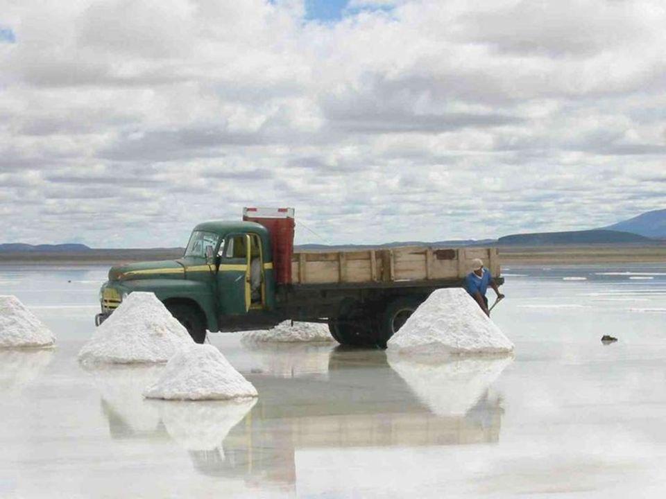 Il metodo tradizionale di produzione del sale, si accumulando in piccoli mucchi per fare evaporare l'acqua e facilitarne il trasporto.