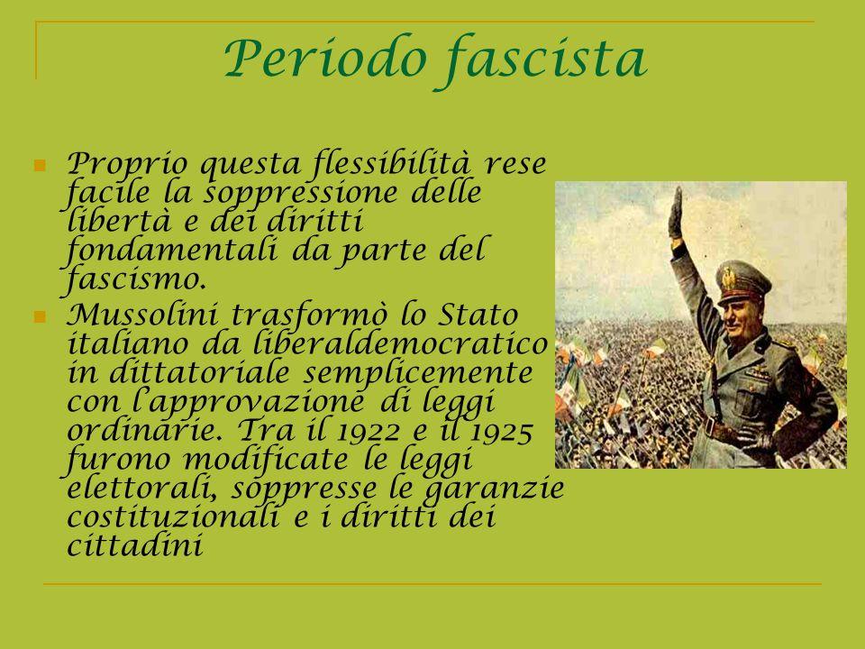 Periodo fascista Proprio questa flessibilità rese facile la soppressione delle libertà e dei diritti fondamentali da parte del fascismo. Mussolini tra