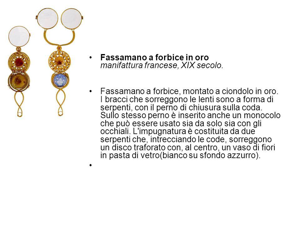 Fassamano a forbice in oro manifattura francese, XIX secolo. Fassamano a forbice, montato a ciondolo in oro. I bracci che sorreggono le lenti sono a f