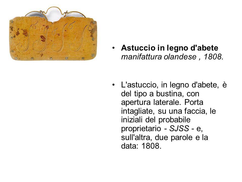 Astuccio in legno d'abete manifattura olandese, 1808. L'astuccio, in legno d'abete, è del tipo a bustina, con apertura laterale. Porta intagliate, su
