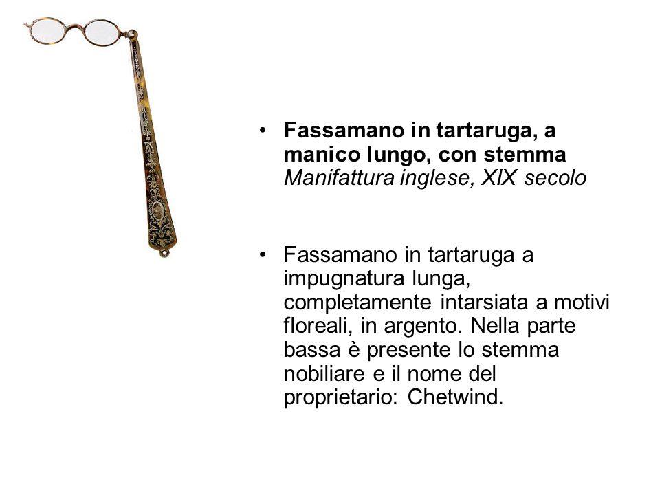 Fassamano in tartaruga, a manico lungo, con stemma Manifattura inglese, XIX secolo Fassamano in tartaruga a impugnatura lunga, completamente intarsiat