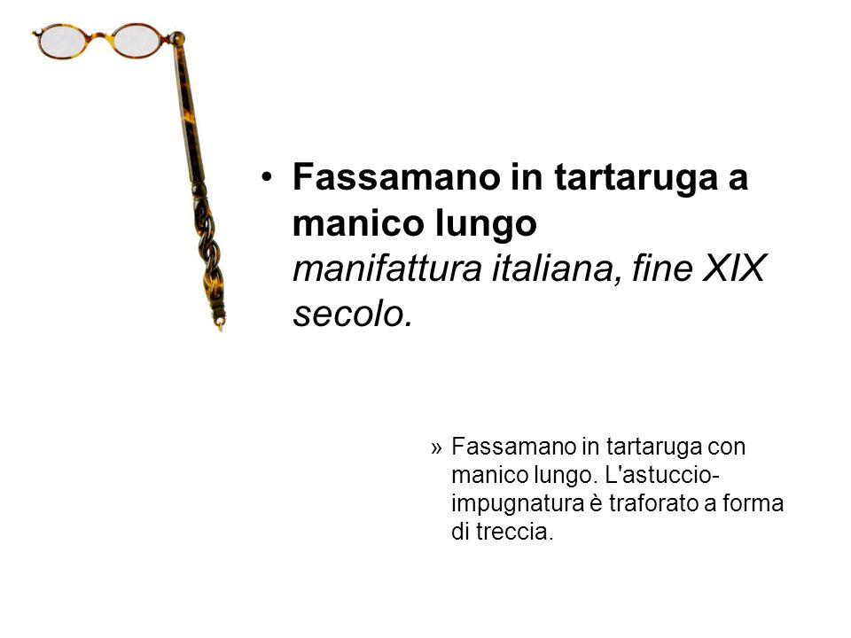 Fassamano in tartaruga a manico lungo manifattura italiana, fine XIX secolo. »Fassamano in tartaruga con manico lungo. L'astuccio- impugnatura è trafo