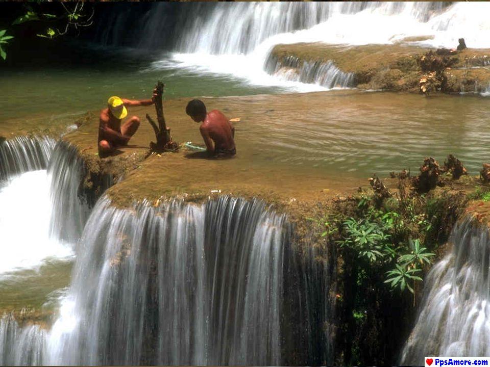 Sono gli ostacoli che consentono alle sue acque di cantare. Nessuna roccia, per quanto possa essere resistente, è capace di trattenere lacqua. La casc