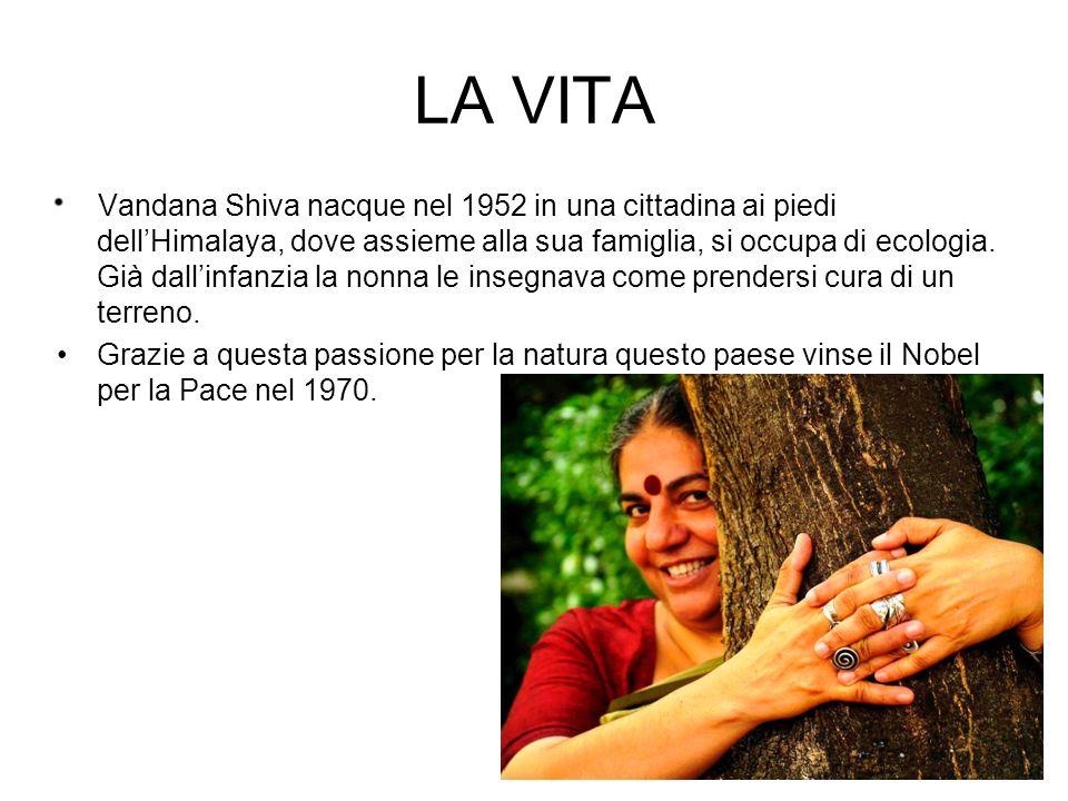 LA VITA Vandana Shiva nacque nel 1952 in una cittadina ai piedi dellHimalaya, dove assieme alla sua famiglia, si occupa di ecologia. Già dallinfanzia